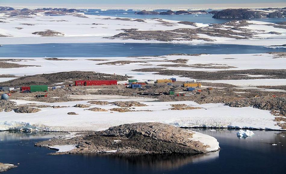 Die Station Davis, eine der drei australischen Antarktisstationen, liegt an der Küste von Wilkes-Land. Bild: N. Harris
