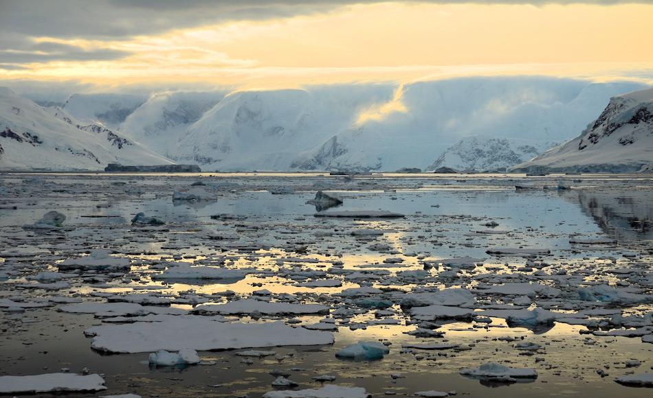 Der Tourismus in die Antarktis hat im letzten Jahrzehnt zugenommen. Der faszinierenden Magie der Antarktis waren die Besucher erlegen. Um sicherzustellen, dass die Besuche in diese zerbrechliche Wildnis auch weiterhin umweltverträglich und nachhaltig sein werden, setzt die IAATO auf starke Regulierungsmassnahmen und einen klaren Verhaltenskodex, dem jedes Mitglied unterliegt. Bild: Michael Wenger