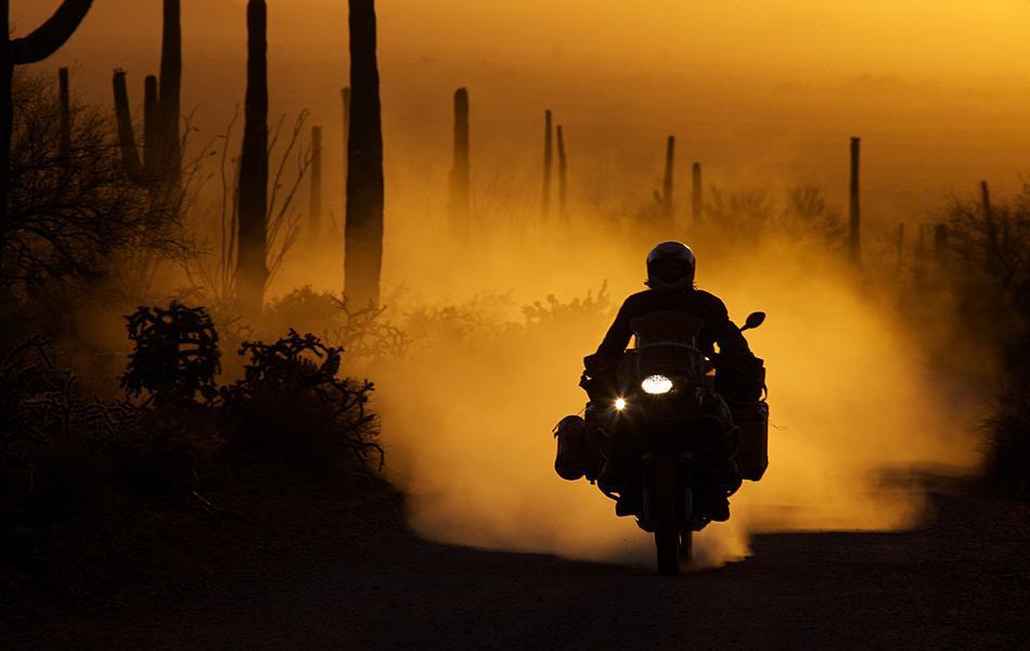 Michael Martin mit dem Motorrad in der Sonorawüste.