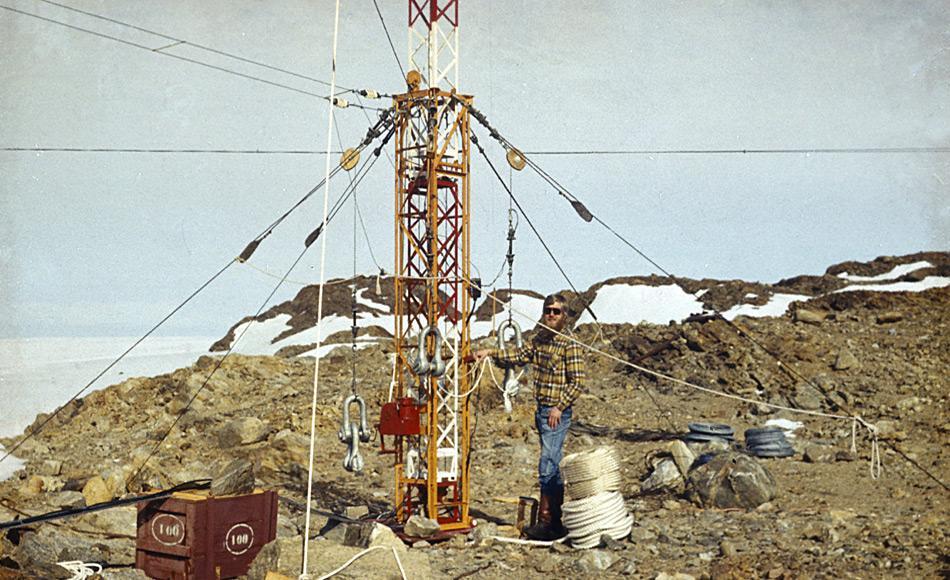Hightech anno 1976 - Die Antennen der Georg-Forster-Station. Die Amateurfunkstation der Georg-Forster-Station hatte das Rufzeichen Yankee 88 Papa Oscar Lima. Weitere Amateurfunkrufzeichenwaren: Y83ANT, Y90ANT. Foto: AWI