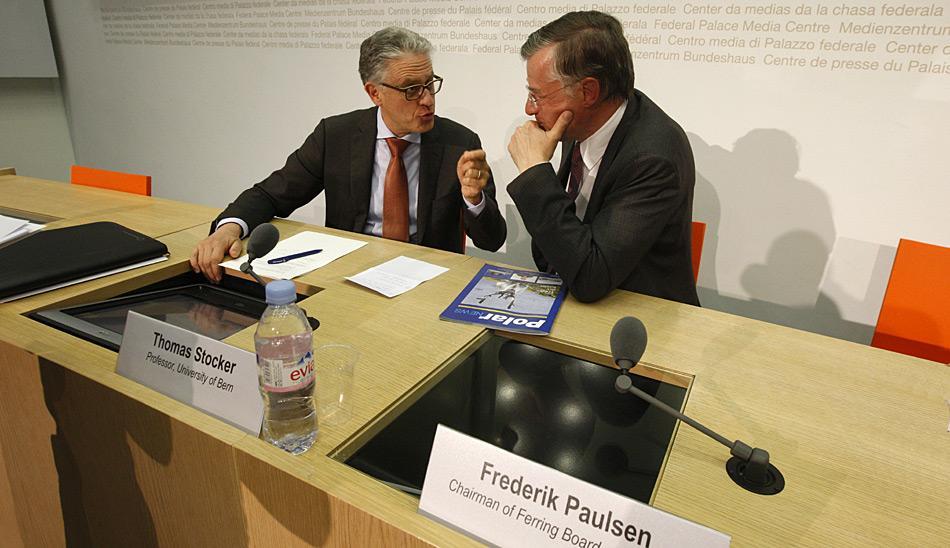 """Prof. Thomas Stocker (links) zu Frederik Paulsen (rechts): """"Mit dem Schweizer Polarinstitut sind wir auf Augenhöhe zu den grossen Forschernationen"""". Bild: Heiner Kubny"""