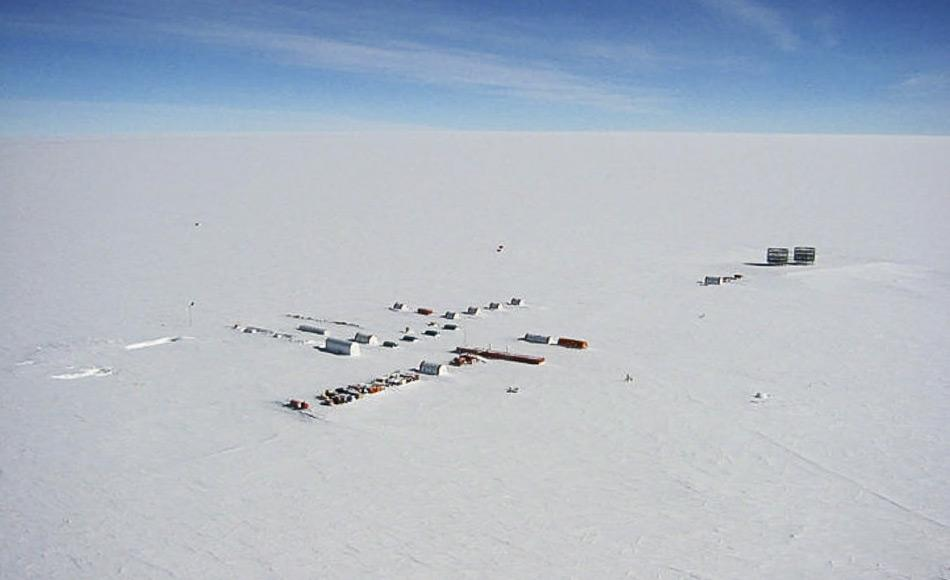 Auf der Suche nach dem ältesten Eis werden Forscher Little Dome C genauer unter die Lupe nehmen. Little Dome C liegt 50 km von der französisch-italienischen Station Concordia entfernt, wo sich Dome C befindet. Hier wurde der bislang längste Eiskern gebohrt.