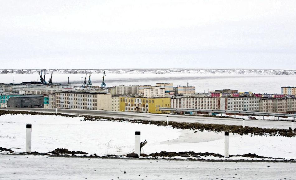 Der an der Nordmeerküste gelegene Ort Pevek liegt in Tschukotka und hat rund 4'700 Einwohner. Es ist der nördlichste Ort Russlands und hat sogar sein eigenes Kraftwerk. In der Umgebung wird Uran abgebaut, was die strategische Bedeutung des Ortes steigert. Bild: Brian Tibbets