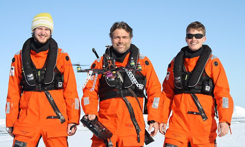 Das Multikopter-Team im Einsatz in der Arktis. Foto: AWI, Thomas Schröter