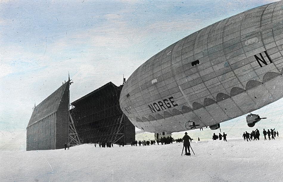 Das Luftschiff «Norge» in Ny-Ålesund im Mai 1926 kurz vor dem Start in Richtung Nordpol.