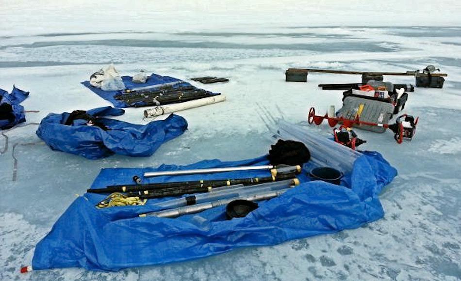 Das Forschungsteam nutzte Sedimentbohrkerne aus einem See auf der Insel St. Paul nahe Alaska zur Bestimmung des Aussterbegrundes. Bild: Matthew Woller