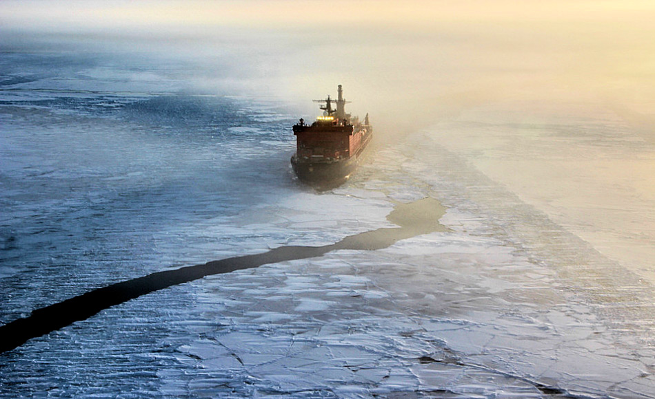 Die Nordmeerroute zu durchfahren beinhaltet beinahe immer die Nutzung eines russischen Eisbrechers. In den letzten Jahren hat Russland sehr viel in die Modernisierung seiner Eisbrecherflotte investiert.